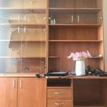 Стенка под книги, со столом, в Омске