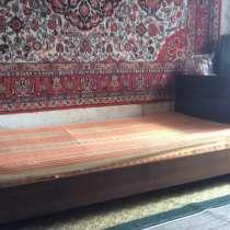 Деревянная кровать с матрасом, в Нижнем Новгороде