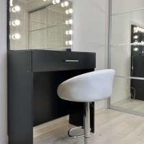 Стул + гримёрный стол + зеркало с лампочками, в Санкт-Петербурге