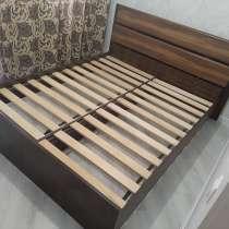 Кровать двухспальная б/у (без матраса), в Чите