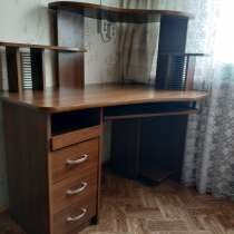 Продам компьютерный стол, набор для ванной, в Лабытнанги