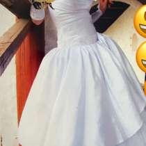 Свадебное платье (подойдёт от 42-46 размера), в Тихвине