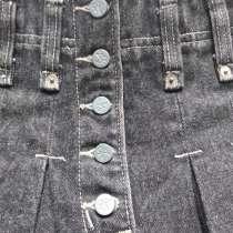 Новая черная фирменная джинсовая юбка со складками 30 размер, в Пятигорске