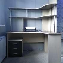 Продам компьютерный стол, в Комсомольске-на-Амуре