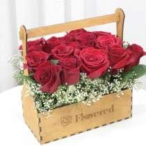 Цветы в деревянных ящиках, в Уфе