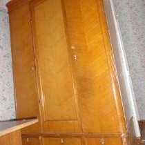 Продам антикварный шкаф для одежды из массива дуба, в Владивостоке