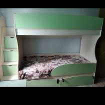 Продам двухярусную кровать с 2 матрасами, в Сатке