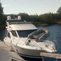 Катер-яхта Bayliner 3258, в Дубне