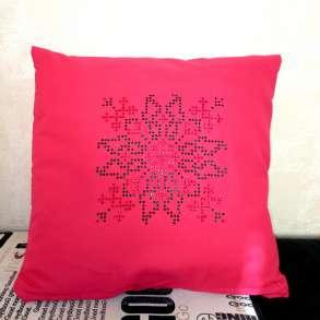 Декоративная подушка, декорированная стразами, в Краснодаре