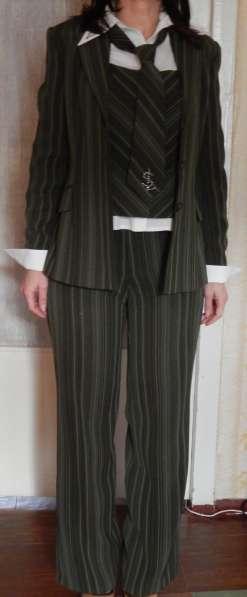 Костюм деловой (юбка, брюки, жилет, пиджак, блуза, галстук) в фото 6