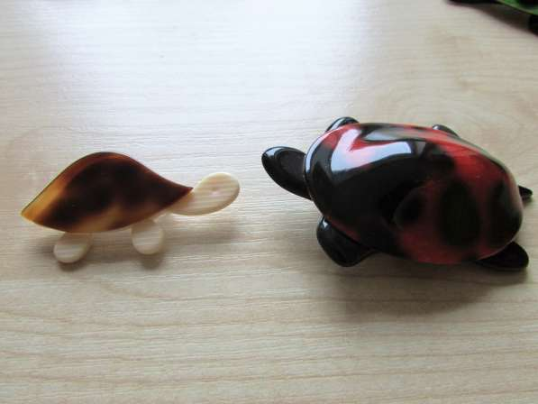 Брошки - черепашки от LEA STEIN
