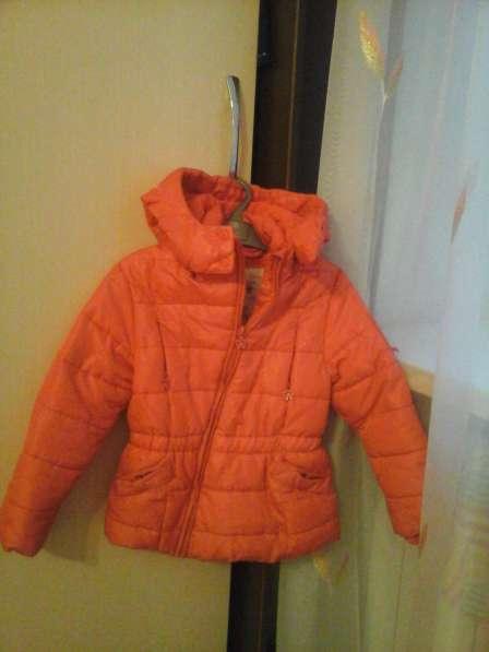 Продам б/у куртку на девочку 4-5 лет, рост 116, цвет красный