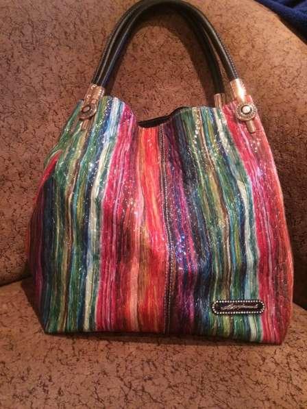 Женская сумка (подходит под все)))