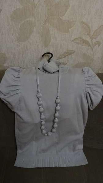 Водолазка с бусами из ткани (торг уместен)