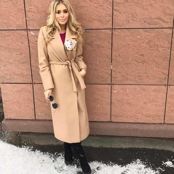 Стильные уютные пальто из натуральных и смесовых тканей 2019 в Новосибирске фото 10