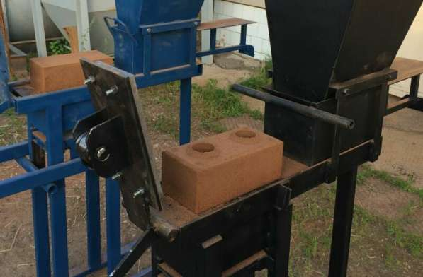 Механический пресс для производства кирпича