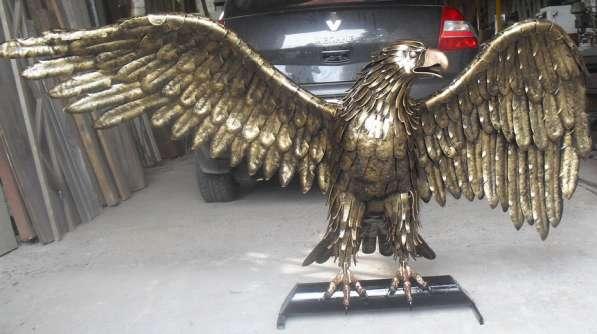 Орел горный из металла.