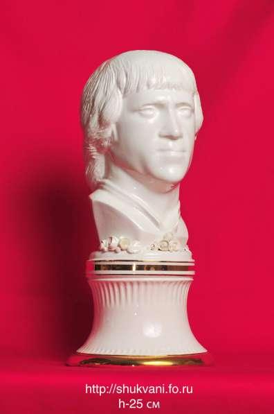 Скульптура В. Высоцкого (Авторский фаянс Шуквани Шахи)