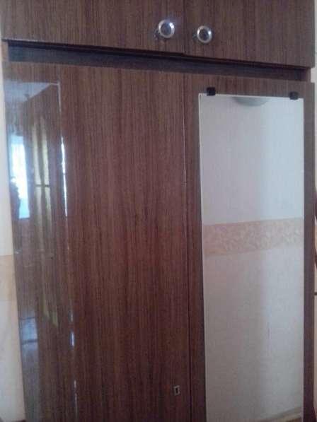 Продается шкаф двустворчатый с зеркалом и антресолью