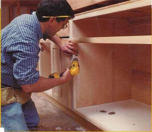 Сборщик торгового оборудования и корпусной мебели требуется