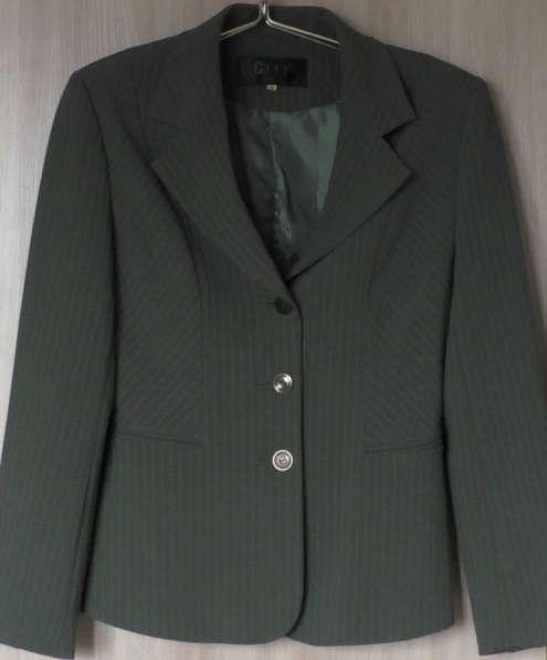 Костюм жакет-брюки-блузка, р-46, Италия