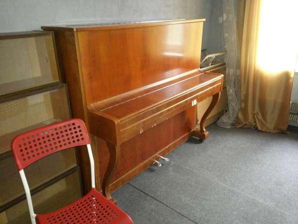 Пианино с очень хорошим звучанием хоть и старое отдаём даром