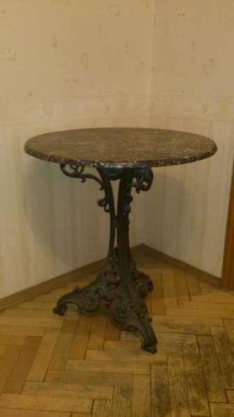 Старинный чугунный столик