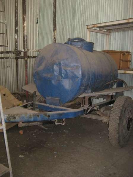 Продам емкость 2000 литров на колесном шасси