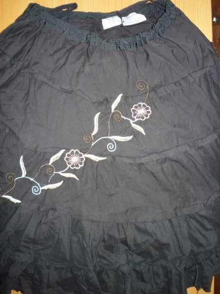 Юбка черная с вышивкой