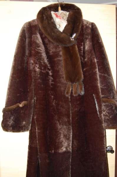 Мутоновая шуба с норковым воротником
