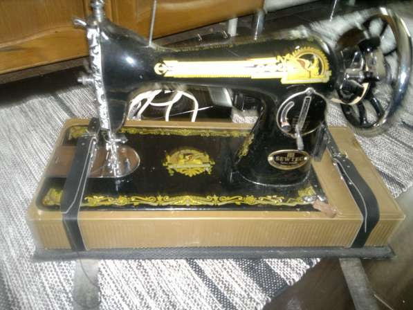 Швейная машинка с ножным электроприводом
