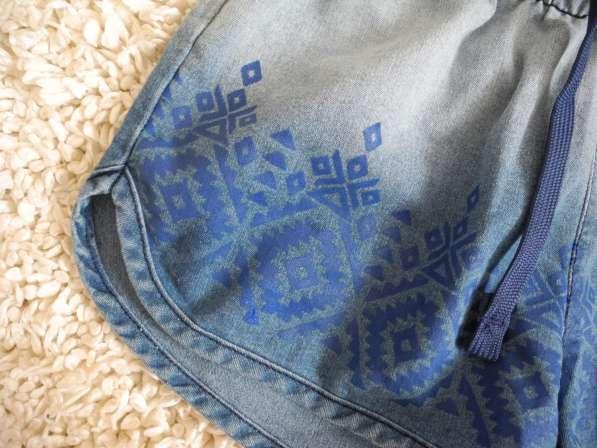 Джинсовые шорты с эффектом омбре и этно-принтом Gloria Jeans в фото 3