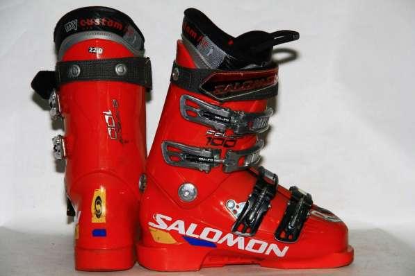 Продам горные ботинки, лыжи, костюм