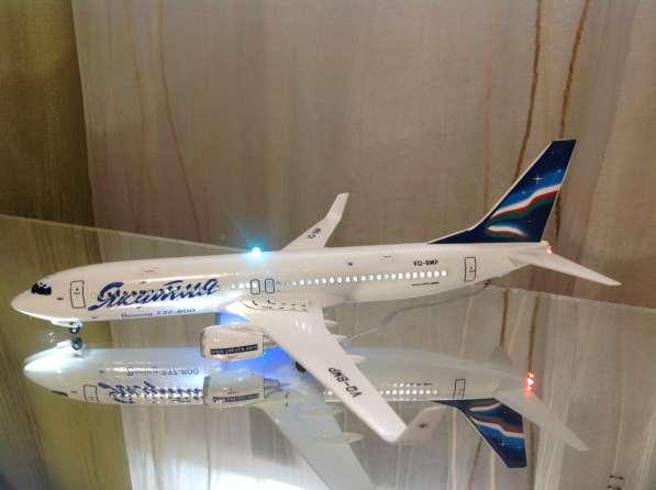 Модель самолёта Boeing-737-800
