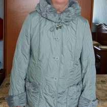 Продам светлую куртку серо-зеленого цвета с капюшоном, в Екатеринбурге