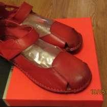 Новые Кожаные туфли для девочки (Испания), в г.Москва