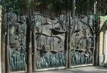 Ворота с барельефом птиц,животных,людей, в г.Белореченск