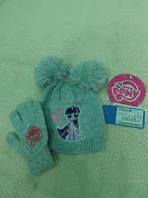 Продам комплект из 2 вещей: шапка+перчатки, в Сургуте