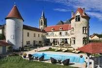 Продается шикарный замок-отель в 80 км от Парижа, в г.Париж