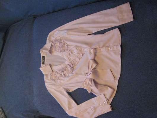 Продам блузку белого цвета