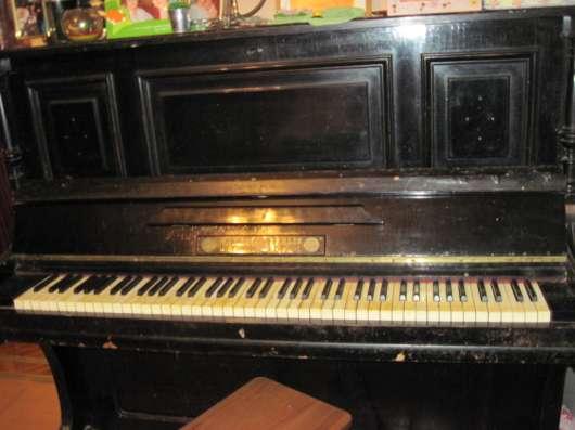 Продажа фортепиано, швейной машинки и печатной машинки