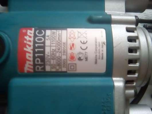 Фрезер Макита RP1110C с комплектом фрез 12шт