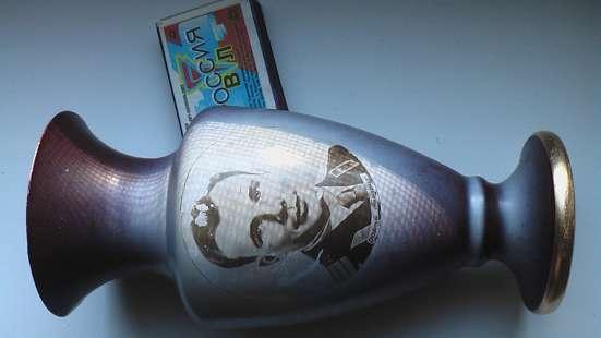 Ваза металлическая 1960 годов Гагарин. в Саратове Фото 2