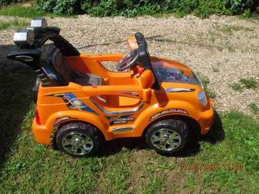 Машинка аккумуляторная на возраст с 2 до 6 лет