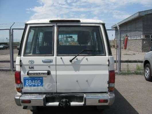Бампер задний Toyota Land Cruiser, HZJ76, оригинал