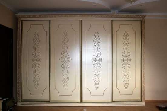 Спальня классика с национальным орнаментом
