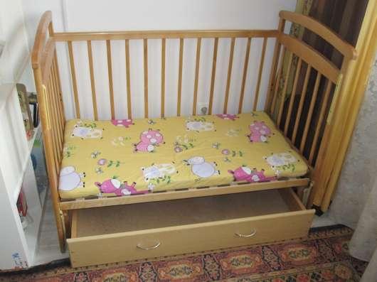 Продам детскую кроватку с маятником продольного качания в Екатеринбурге Фото 1