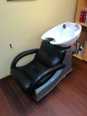 Перетяжка парикмахерских кресел, моек, стульев