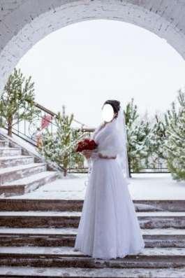 Кружевное свадебное платье + накидка