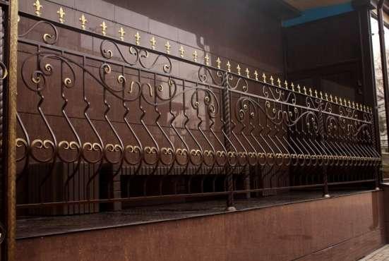 Кованые изделия (ограждения, ворота, решетки, мебель)